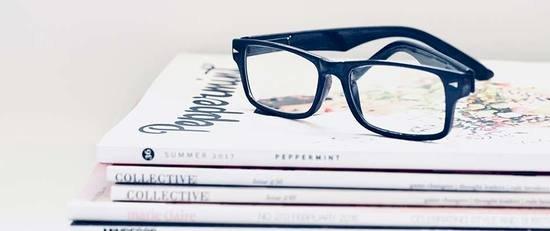 Freelances : des livres à absolument avoir sur sa table de chevet